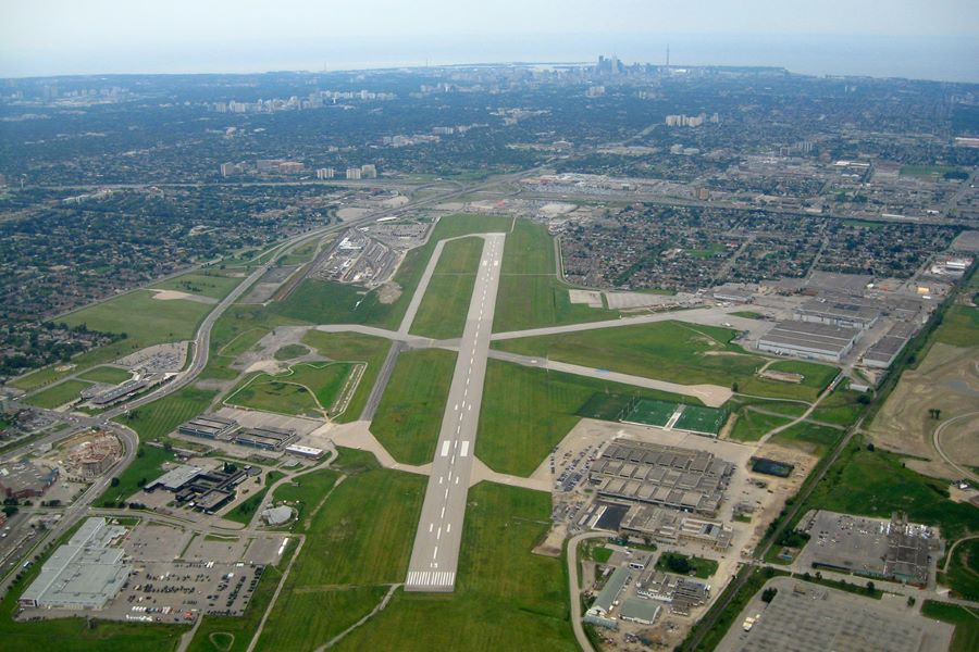 They say this is the size of 395 football fields.  The runway is 2.25 km long.